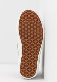 Vans - SK8 MTE - Sneaker high - black/true white - 6