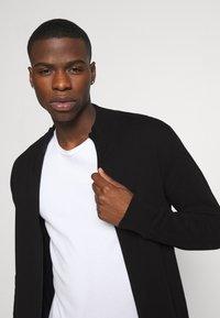 Burton Menswear London - FINE GAUGE ZIP THROUGH - Vest - black - 3