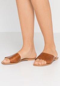 Steve Madden - JONNA - Pantofle - brown - 0
