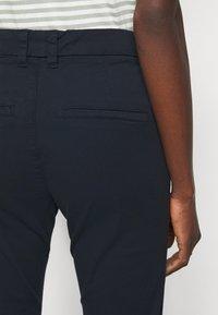 Selected Femme Tall - SLFMILEY CHINO - Chinos - navy blazer - 4