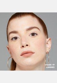 Nyx Professional Makeup - SOFT MATTE LIP CREAM - Liquid lipstick - 19 cannes - 2