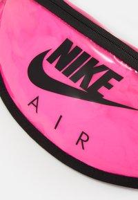 Nike Sportswear - HERITAGE UNISEX - Ledvinka - pink blast/black - 3