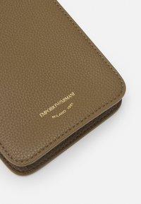 Emporio Armani - MYEA CELLULARE - Phone case - fango mud - 6