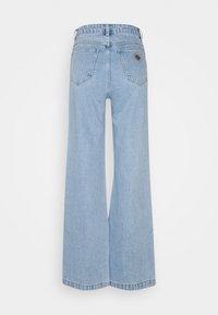 Abrand Jeans - HIGH & WIDE - Jean droit - light blue denim - 1