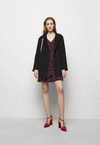 MICHAEL Michael Kors - FLORAL PRINTED MINI DRESS  - Day dress - berry - 1