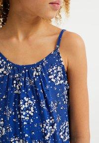 WE Fashion - MET BLOEMENDESSIN - Top - blue - 2