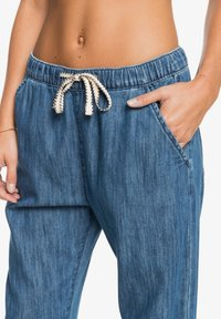 Roxy - MIT RELAXED FIT  - Relaxed fit jeans - medium blue - 4