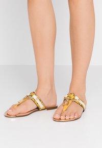 River Island Wide Fit - Sandály s odděleným palcem - yellow - 0