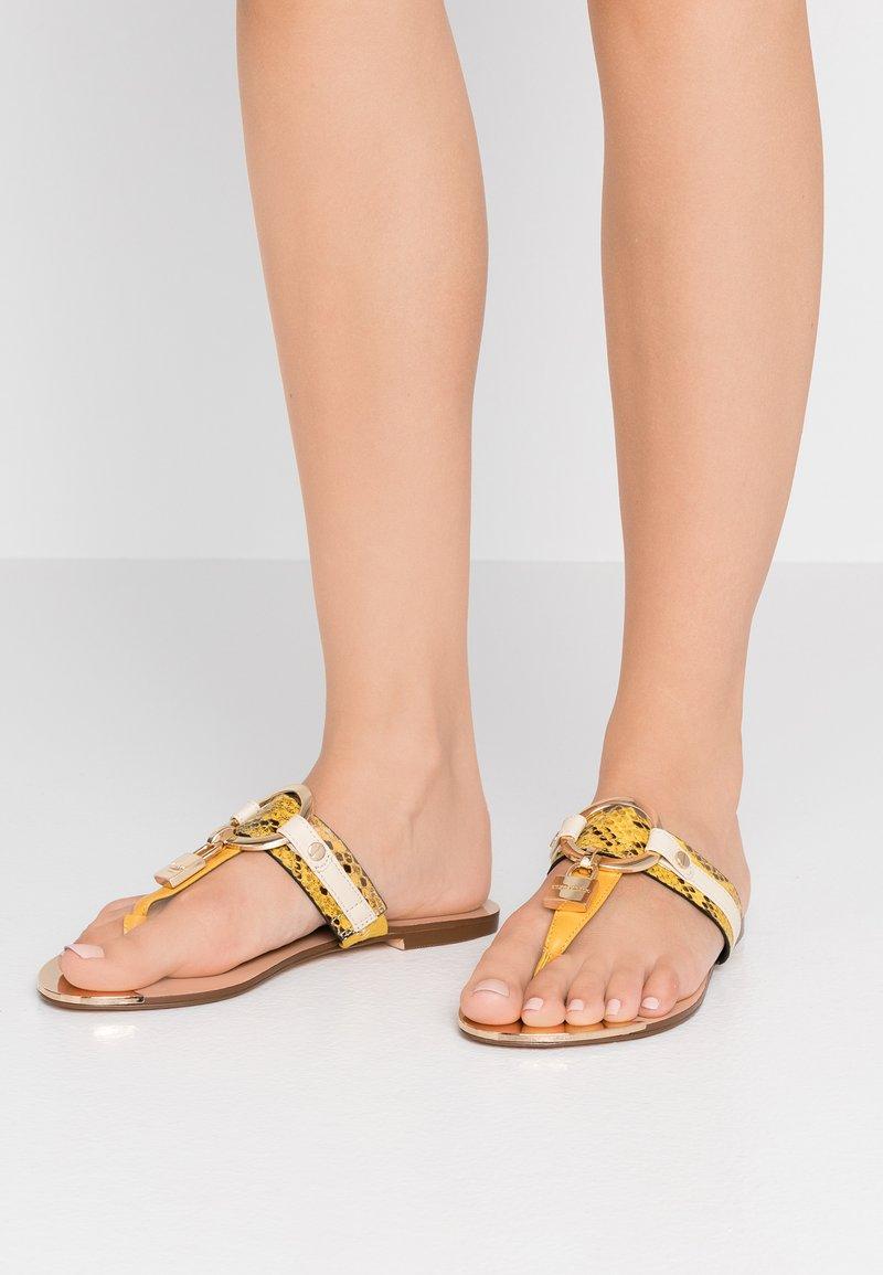 River Island Wide Fit - Sandály s odděleným palcem - yellow