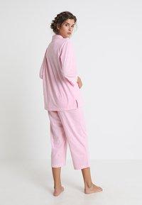 Lauren Ralph Lauren - HERITAGE 3/4 SLEEVE CLASSIC NOTCH COLLAR SET - Pyjama set - pale pink/white - 2
