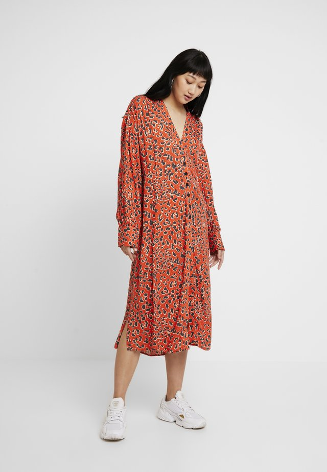 MOI ALLOVER - Shirt dress - orange