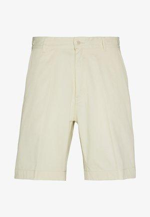 GARTH - Shorts - papyrus
