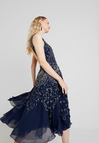 Lace & Beads - EELIA MIDI DRESS - Robe de soirée - navy - 4