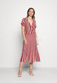 Expresso - FELICIA - Pletené šaty - mehrfarbig - 1