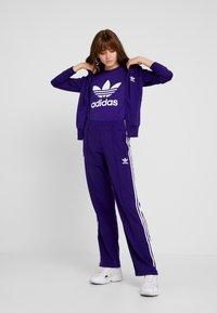 adidas Originals - FIREBIRD ADICOLOR TRACK PANTS - Verryttelyhousut - collegiate purple - 1