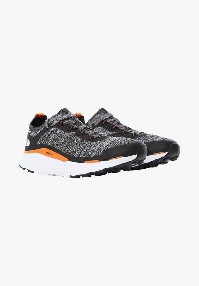 ESCAPE - Chaussures de marche - tnf black tnf white