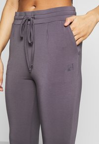 Curare Yogawear - LONG PANTS - Tights - greyberry - 4