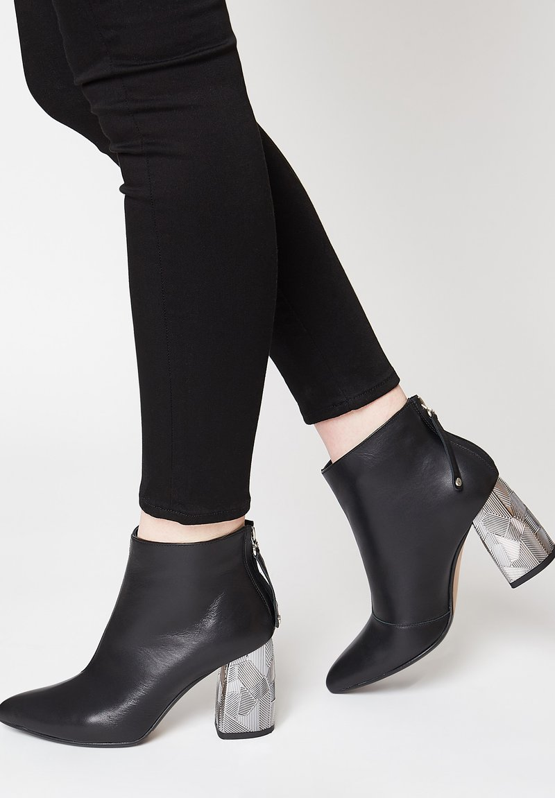 RISA - Ankle boots - schwarz