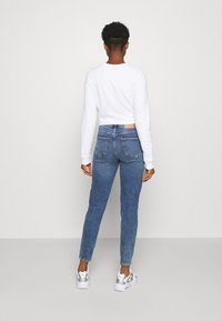 Pieces - PCKESIA MOM DESTROY - Jeansy Relaxed Fit - medium blue denim - 2