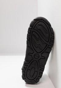 Geox - UOMO STRADA - Sandalias de senderismo - black - 4