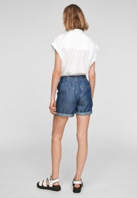 QS by s.Oliver - Jeansshort - medium blue - 2