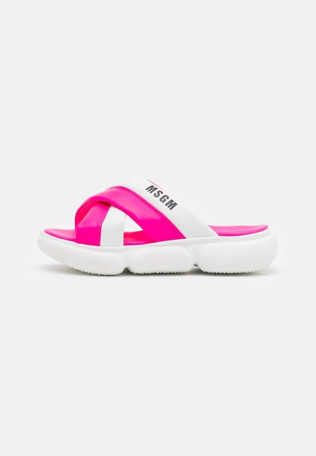 Sandalias planas - pink/white