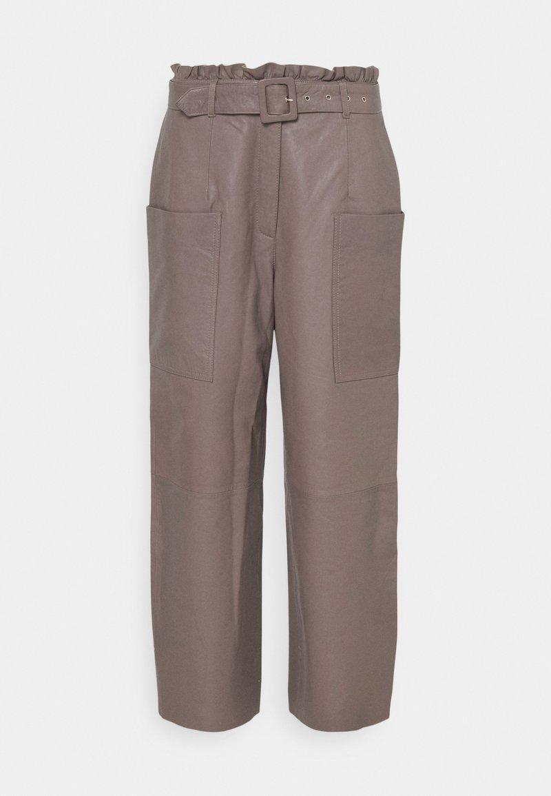 Selected Femme - SLFMOON CROP PANTS - Kožené kalhoty - fossil
