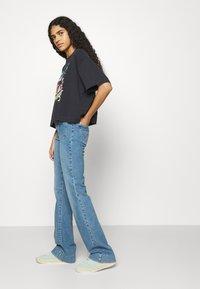 Wrangler - Flared jeans - dusty mid - 3