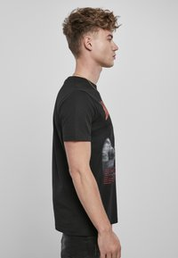 Mister Tee - Print T-shirt - black - 8