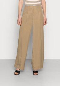 Selected Femme - SLFTINNI-PORTA WIDE PANT - Pantalon classique - kelp - 0
