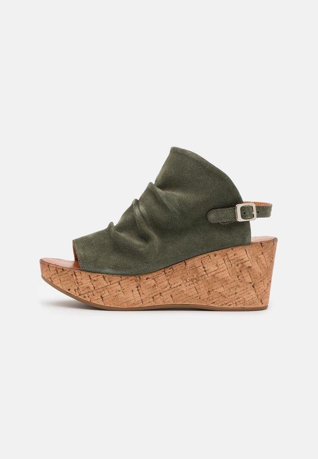 MONACO - Sandały na platformie - birch