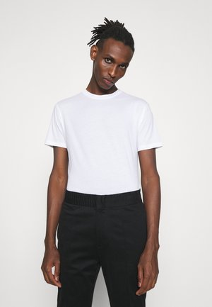 DILLAN - Jednoduché triko - pure white