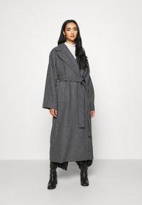 Weekday - KIA BLEND COAT - Płaszcz wełniany /Płaszcz klasyczny - antracit melange - 0