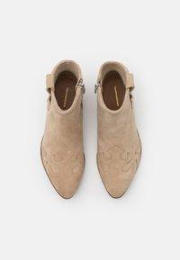 Copenhagen Shoes - NEW LIFE - Cowboy/biker ankle boot - beige - 5