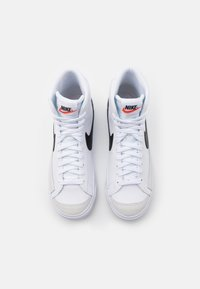 Nike Sportswear - BLAZER MID '77 UNISEX - Sneakers hoog - white/black/total orange - 3