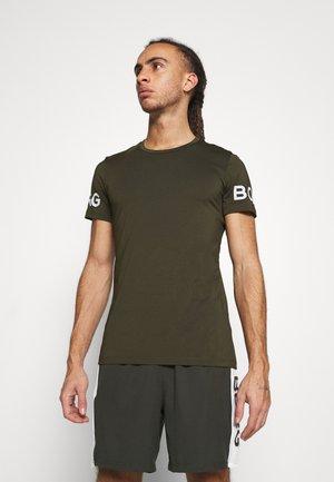 BORG TEE - Print T-shirt - rosin