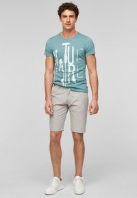 QS by s.Oliver - Shorts - beige heringbone - 1