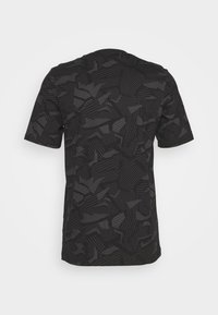 adidas Performance - ESSENTIALS SPORTS SHORT SLEEVE GRAPHIC TEE - Print T-shirt - black/white - 1