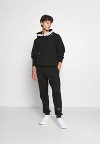 Calvin Klein Jeans - TAPE HOODIE - Sweatshirt - black - 1