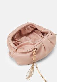 LIU JO - POCHETTE - Across body bag - cameo rose - 2