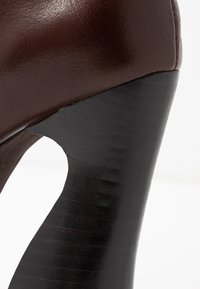 Jeffrey Campbell - COIL - High Heel Stiefel - coffee - 2