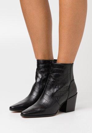 TILLIEFLEX - Cowboy/biker ankle boot - black