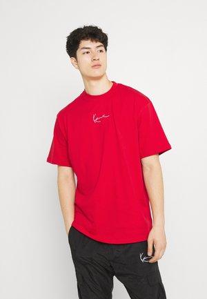 SMALL SIGNATURE TEE UNISEX  - Basic T-shirt - red