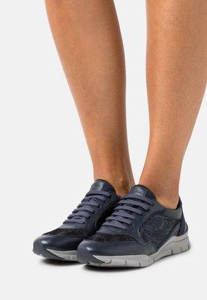 SUKIE - Sneakersy niskie - navy/blue