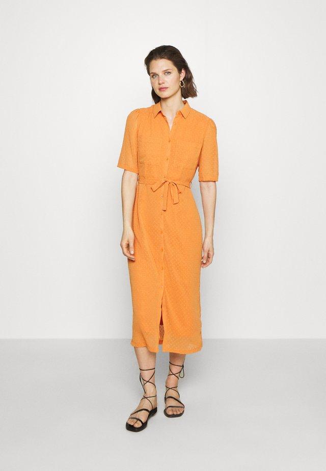 SORBONNE DRESS - Skjortekjole - apricot
