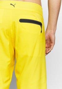 Puma - SWIM MEN LONG BOARD - Swimming shorts - yellow - 2