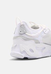 Nike Sportswear - REACT LIVE - Zapatillas - white/pure platinum - 6