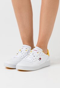 Tommy Jeans - CUPSOLE  - Trainers - white/valley yellow - 0