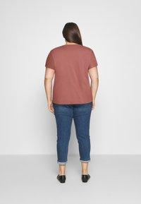 Anna Field Curvy - T-shirts med print - bordeaux - 2