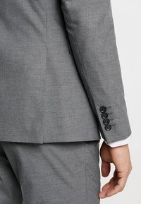 Selected Homme - SHDNEWONE MYLOLOGAN SLIM FIT - Suit - medium grey melange - 10